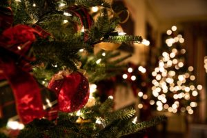 Which Should I Buy: Real or Artificial Christmas Tree?